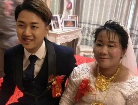 小伙娶50岁大妈,看到嫁妆所有人闭嘴了