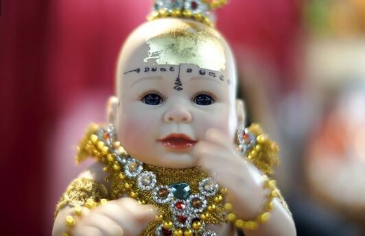 泰国佛教之谜:揉合精灵、信仰童神的综摄世界