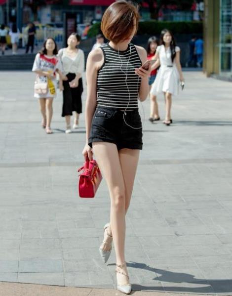 重庆最美女孩什么梗:重庆最美女孩吓人视频怎么回事