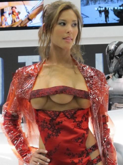 美女的乳房无遮挡图片:女子真的是三个乳房(图)