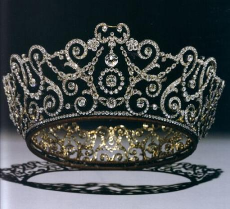 英国女王的十四顶王冠:英国王室所有王冠都有哪些(图片)