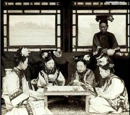 最后的小脚_晚清贵族的奢侈生活照片有多糜烂_奇象网
