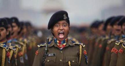 印度大阅兵笑死全球 印度奇葩大阅兵视频搞笑