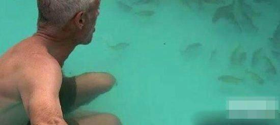 男孩失足掉入池塘,没想到一瞬间救上来变成白骨!