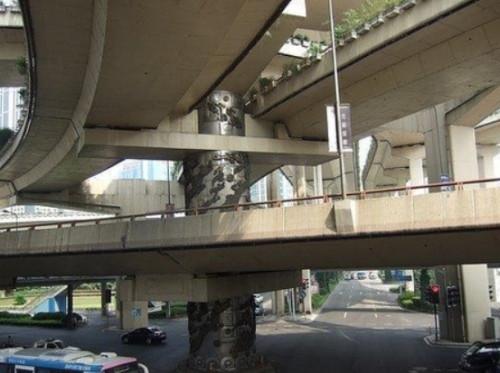 上海高架龙柱事件