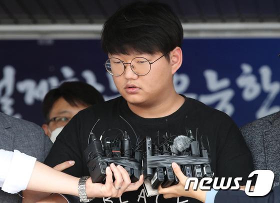 韩国N号房创建人被公开示众:承认伤害50人 当场道歉