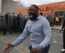 美国警察对待黑人的态度恶劣 美国警察为什么暴力对待黑人