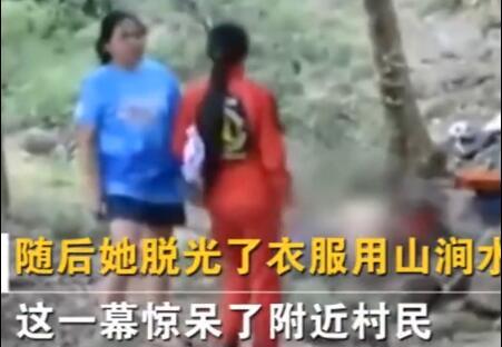 惊呆!女子开车到山谷做不雅举动现场不堪 被救援人员裹上毯子抬走