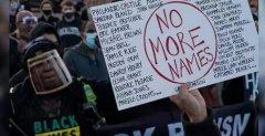 美民众抗议暴力执法!